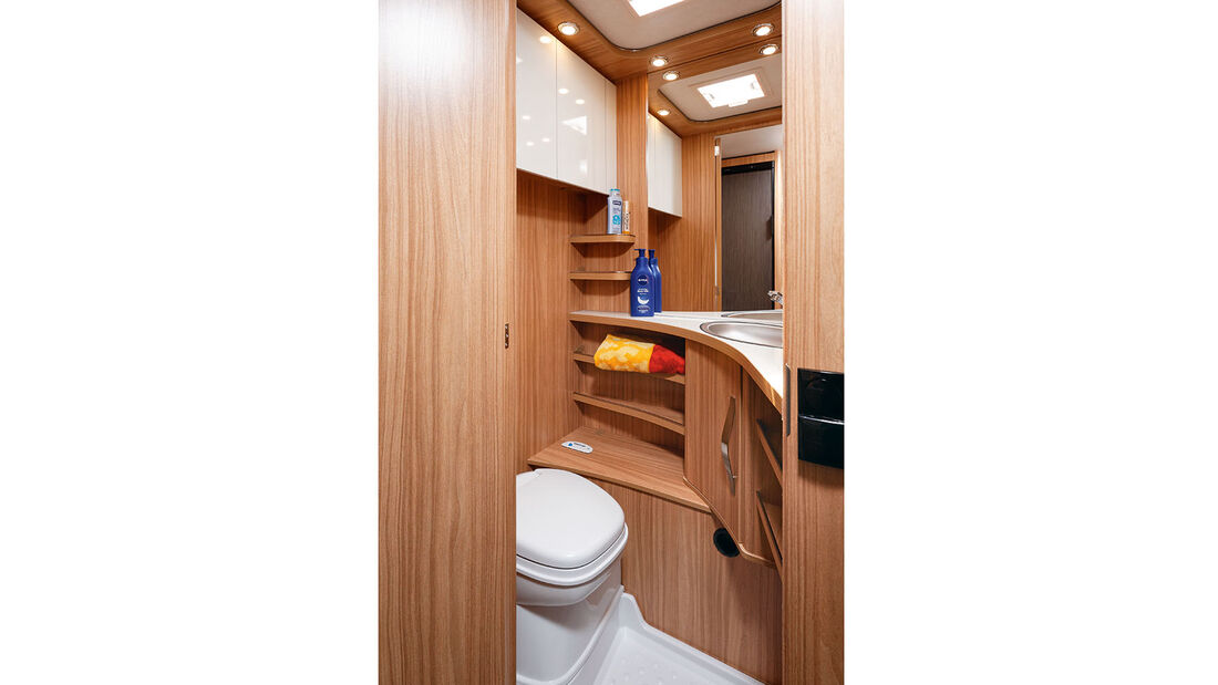zerklüfteter Raum um die Toilette beim Eriba Exciting